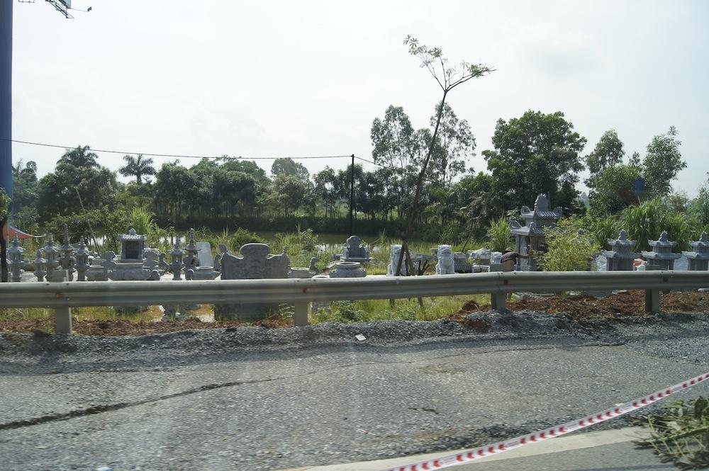 ベトナムのお墓展示場